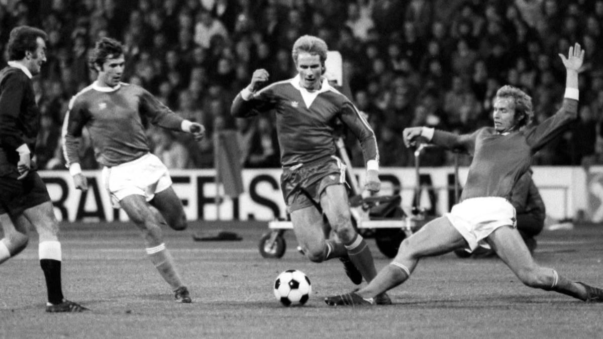 Karl-Heinz Rummenigge verlässt den FC Bayern ein bisschen früher als gedacht. Zum 1. Juli übernimmt Oliver Kahn als Vorstandsvorsitzender - und tritt dabei in riesige Fußstapfen.