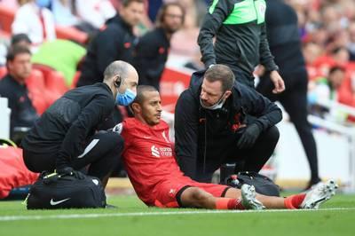Der FC Liverpool springt durch einen Sieg gegen Crystal Palace auf Platz 1, doch Jürgen Klopp bangt um den verletzten Thiago. Manchester City patzt - und erlebt ein VAR-Chaos.