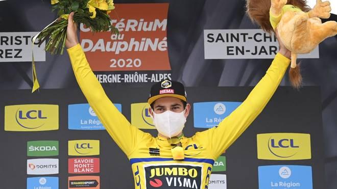 Der Belgier Wout van Aert feiert seinen Sieg bei der ersten Etappe des Criterium du Dauphine.