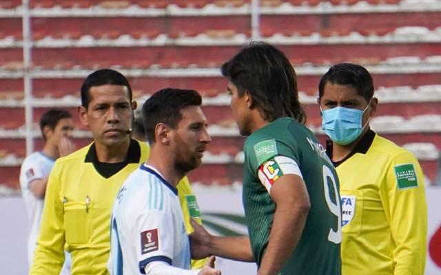 Lionel Messi (l.) geriet auch mit Marcelo Moreno Martins aneinander