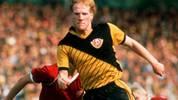 Mit knapp 18 Jahren debütiert er in der höchsten Spielklasse der DDR, der Oberliga. Obwohl er nur sechs seiner 18 Spiele über 90 Minuten bestreitet, ist er auf Anhieb zweitbester Torschütze der Dresdner. Trainiert wird die Mannschaft übrigens von seinem Vater Klaus