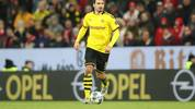 MAINZ, GERMANY - DECEMBER 14: Mats Hummels of Borussia Dortmund in action during the Bundesliga match between 1. FSV Mainz 05 and Borussia Dortmund at Opel Arena on December 14, 2019 in Mainz, Germany. (Photo by Christian Kaspar-Bartke/Bongarts/Getty Images)