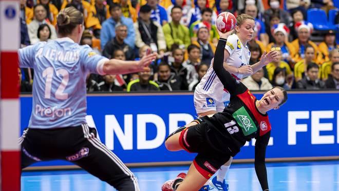 Die deutschen Handballerinnen haben bei der WM gegen Frankreich die erste Niederlage kassiert