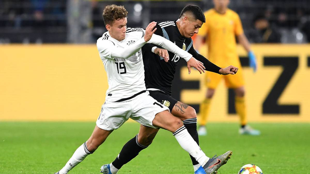 DORTMUND, GERMANY - OCTOBER 09:  Luca Waldschmidt of Germany is tackled by  Marcos Rojo of Argentina during the International Friendly between Germany and Argentina at Signal Iduna Park on October 09, 2019 in Dortmund, Germany. (Photo by Jörg Schüler/Bongarts/Getty Images)
