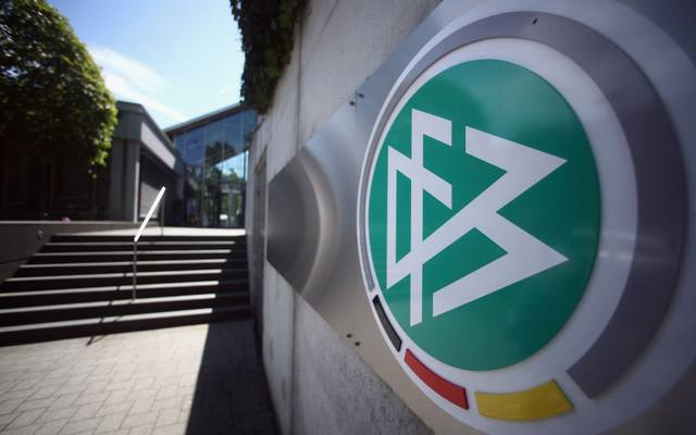 Das Sportgericht des Deutschen Fußball-Bundes (DFB) hat Sperren und Geldstrafen für Victor Palsson und Jonas Meffert ausgesprochen