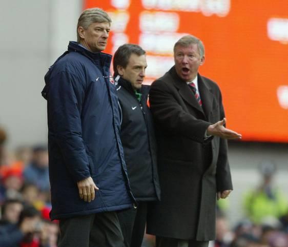 Beim 3:2-Sieg bei Crystal Palace saß Arsene Wenger zum sage und schreibe 810. Mal (!) in der Premier League auf der Bank des FC Arsenal. Damit zog der Franzose mit dem bisherigen Rekordhalter Sir Alex Ferguson (r.) gleich