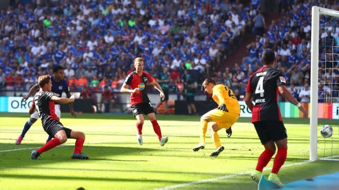 Niklas Stark erzielte ein Eigentor zur Führung von Schalke 04