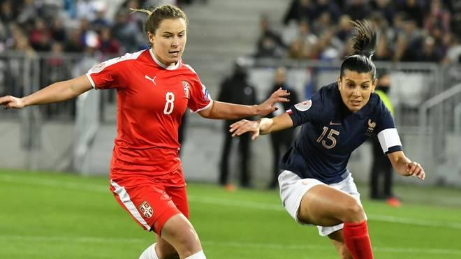 Dina Blagojevic (l.) wechselt zu Bayer Leverkusen