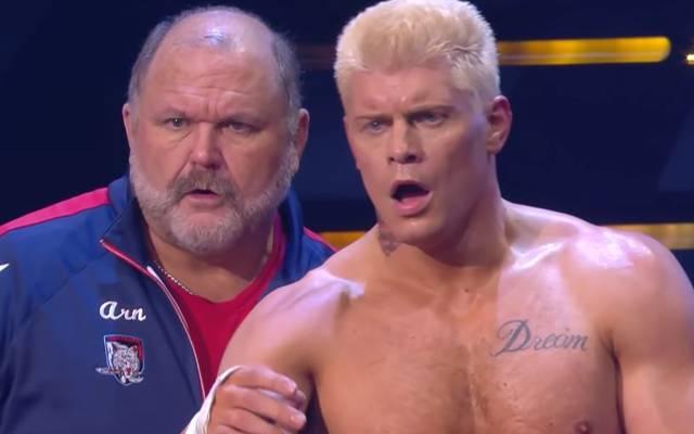 Arn Anderson (l.) und Cody Rhodes gaben bei AEW Dynamite Rätsel auf
