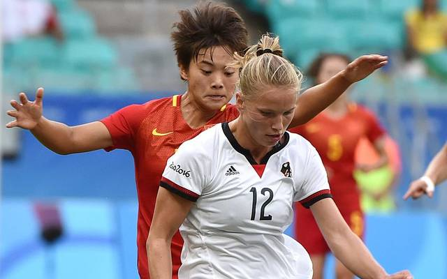 Tabea Kemme (front) of Germany vies for the ball with Shuang Wang of China during their Rio 2016 Olympic Games women's quarter-final football match at the Arena Fonte Nova Stadium in Salvador, Brazil, on August 12, 2016. / AFP / NELSON ALMEIDA        (Photo credit should read NELSON ALMEIDA/AFP via Getty Images)