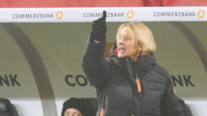 Martina Voss-Tecklenburg heizt den Konkurrenzkampf um die Nummer eins im Tor an