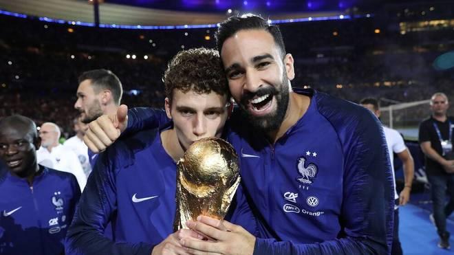 Benjamin Pavard (l.) und Adil Rami wurden 2018 mit Frankreich Weltmeister