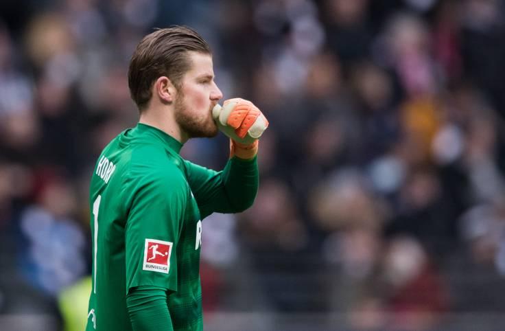 """1. FC KÖLN: Torhüter Timo Horn kann sich auch im Falle des noch immer wahrscheinlichen Abstiegs aus der Bundesliga einen Verbleib beim FC vorstellen. """"Für mich und die anderen Leistungsträger ist das definitiv eine Überlegung"""", sagte der 24-Jährige am Mittwoch: """"Ich bin hier groß geworden, habe dem FC viel zu verdanken. Es war immer eine gute Zusammenarbeit, und deshalb ist das auch über den Sommer hinaus möglich"""""""