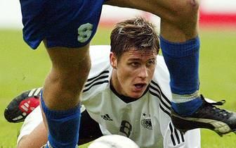Der junge Sebastian Kehl schaute ziemlich bedient, kurz vor Ende stand es noch 0:0. Eine riesige Blamage drohte