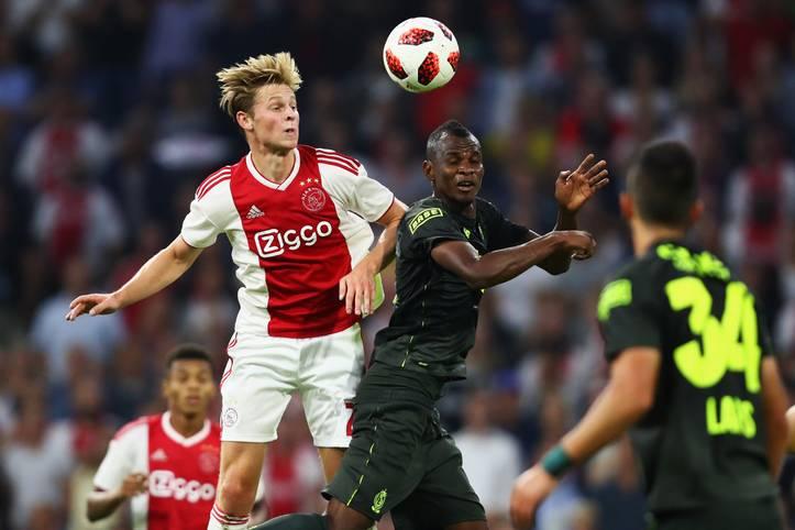 Das Tauziehen um das nächste Ajax-Talent ist beendet. Der FC Barcelona sichert sich ab dem Sommer für 75 Millionen Euro die Dienste des Supertalents Frenkie de Jong. Am 21-Jährigen sollen auch Manchester City und Paris Saint-Germain reges Interesse gezeigt haben. Die Ablöse für de Jong kann durch erfolgsabhängige Zahlungen auf 86 Millionen Euro ansteigen. Bei Barca unterschreibt der zentrale Mittelfeldspieler einen Vertrag bis 2024