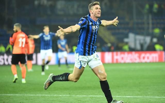 Robin Gosens (r.) bejubelt mit Atalanta Bergamo das Erreichen des Champions-League-Achtelfinals