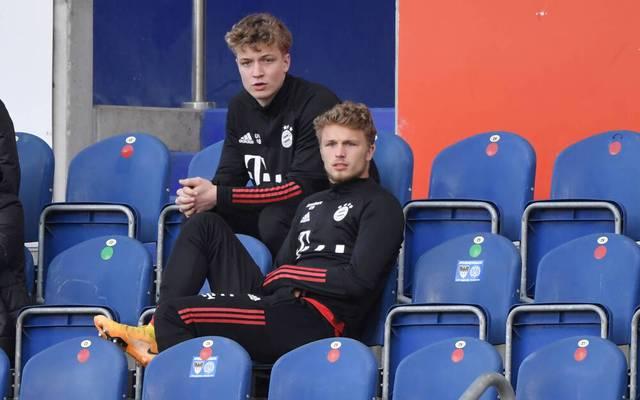 Fiete Arp (r.) sitzt auch bei der 2. Mannschaft des FC Bayern hin und wieder nur auf der Bank