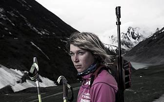 Wir machen die Nachbarschau: So schön ist der Biathlon in Frankreich. Marine Bolliet läuft seit 2009 im Weltcup und wurde auch schon einmal Zwölfte. Spektakulärer ist ihre Homepage: Da posiert die hübsche Blondine mit einem Schaaf, das eine Schutzbrille t