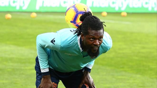 Emmanuel Adebayor befindet sich derzeit in Isolation