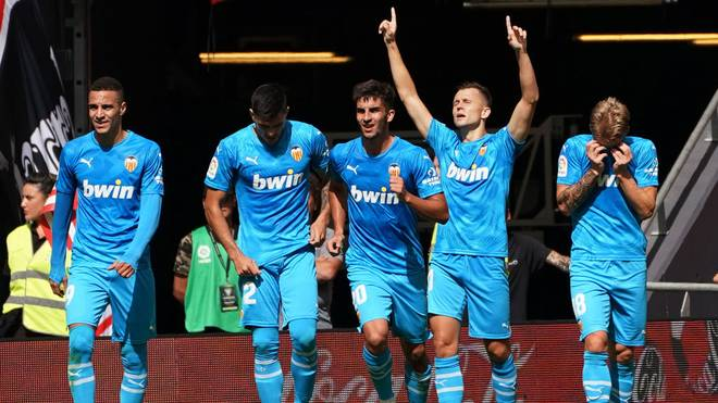 Valencia feiert seinen Siegtreffer in Bilbao