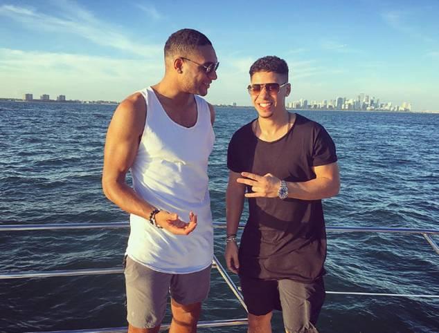 Jonathan Tah genießt einen Bootstrip vor Miami. SPORT1 zeigt die besten Bilder der Stars im Winterurlaub