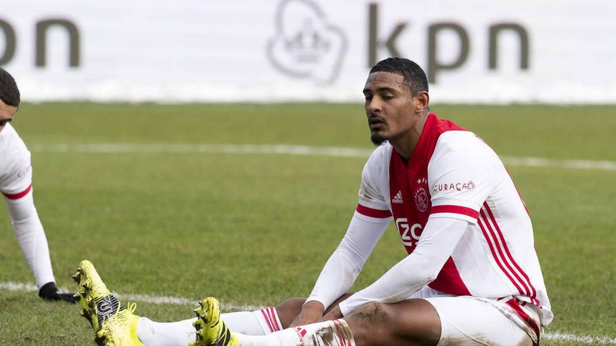 Ajax Amsterdam könnte bei seinem 22,5 Millionen Neuzugang Sebastian Haller ein grober Schnitzer passiert sein. Denn offenbar hat Ajax bei der Meldung des Spielerkaders für die Europa League geschlampt.