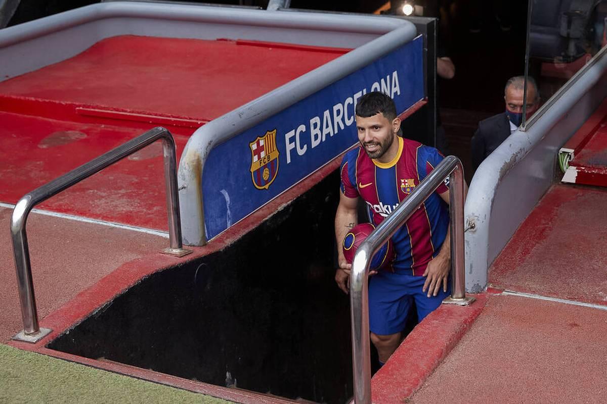 Sergio Agüero meldet sich fit und steht erstmals im Kader des FC Barcelona. Gegen Valencia könnte es zum heiß ersehnten Debüt kommen.