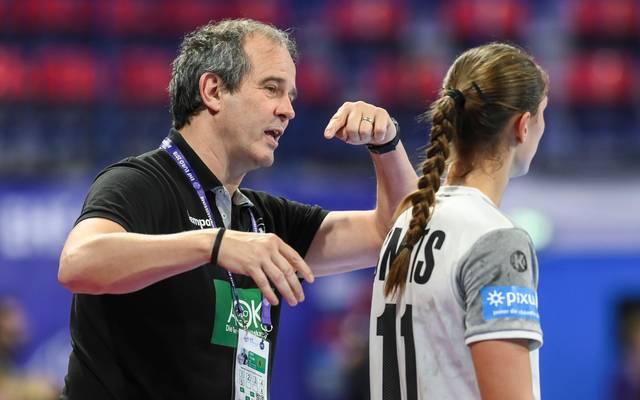 Henk Groener trifft mit den deutschen Handballerinnen auf das Team aus Kroatien