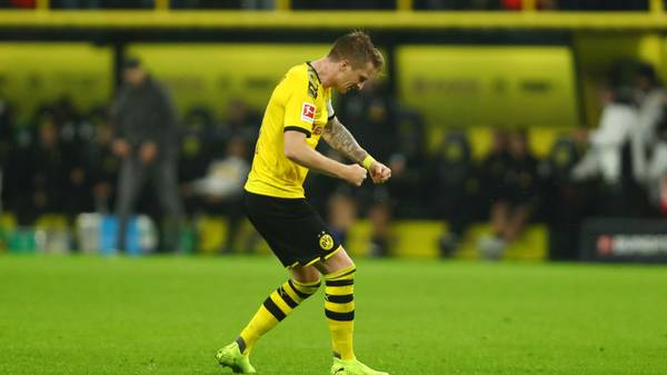 DORTMUND, GERMANY - OCTOBER 19: Marco Reus of Borussia Dortmund celebrates his team's victory at full-time after the Bundesliga match between Borussia Dortmund and Borussia Moenchengladbach at Signal Iduna Park on October 19, 2019 in Dortmund, Germany. (Photo by Dean Mouhtaropoulos/Bongarts/Getty Images)