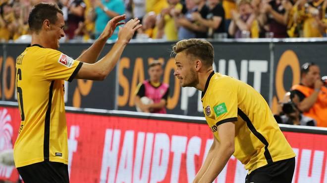 Lucas Roeser (r.) traf nach einem weiten Sololauf zum 1:0 für Dynamo Dresden