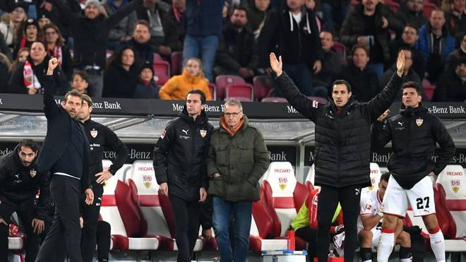 Markus Weinzierl (l.) holte im sechsten Spiel als Trainer des VfB Stuttgart den zweiten Sieg