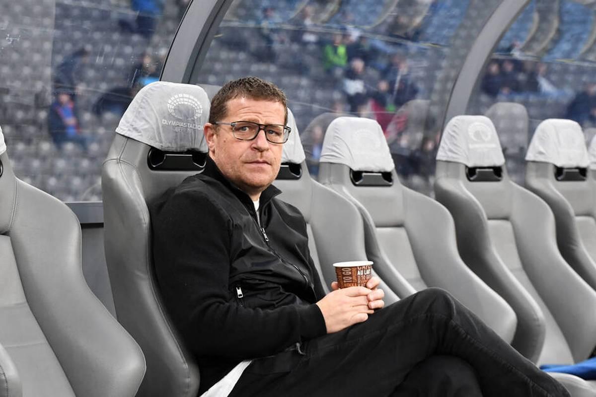 Max Eberl schreit bei der Niederlage von Borussia Mönchengladbach in Berlin Sportdirektor Arne Friedrich an. Eine Schiedsrichterentscheidung lässt die Emotionen hochkochen.
