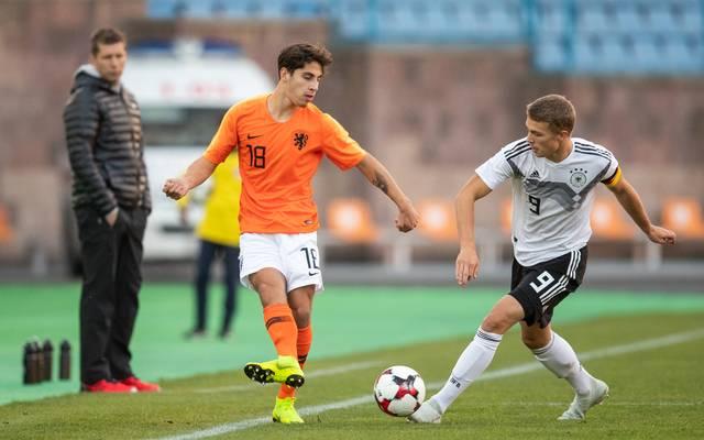 Ludovit Reis (l.) wechselt vom FC Groningen zum FC Barcelona