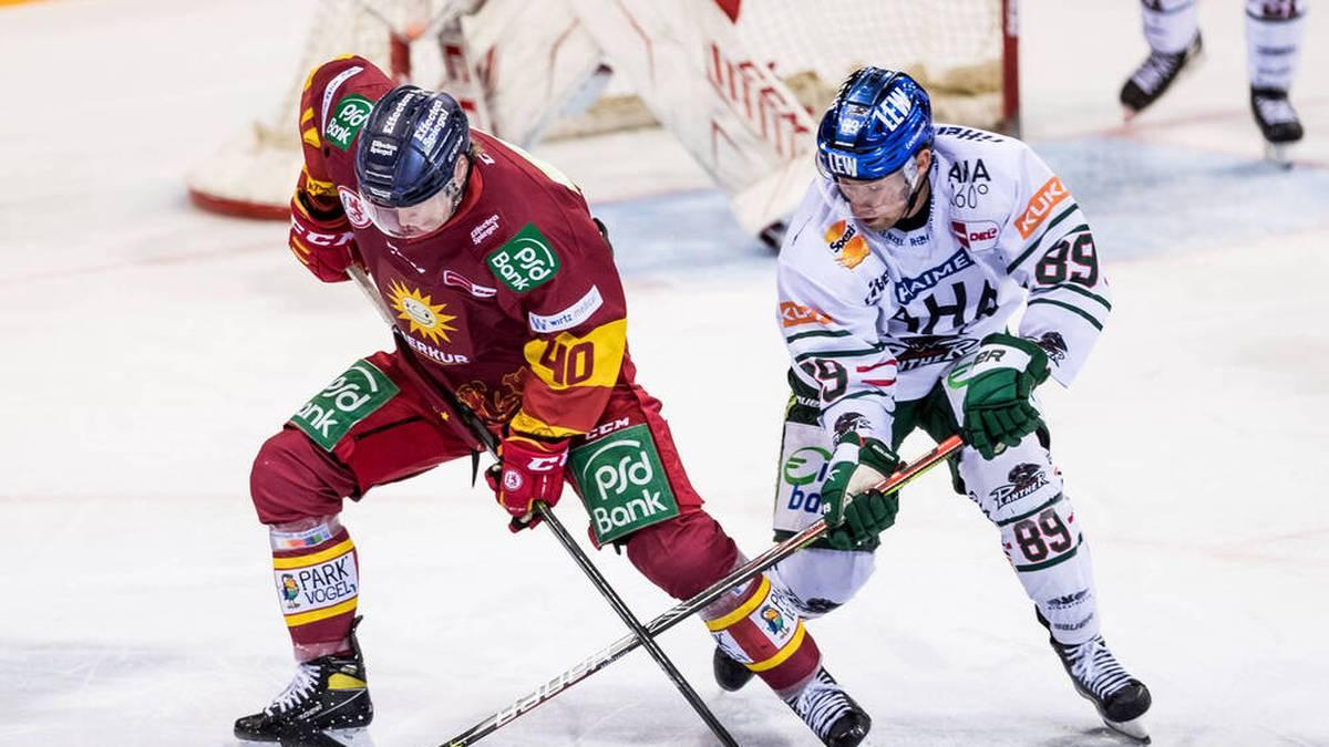Bradley McClure (r.) bleibt in Augsburg