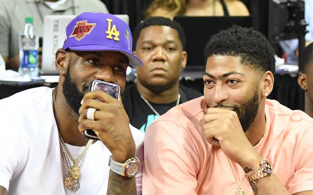 Anthony Davis (r.) erpresste sein Team, damit er zu LeBron James und den Los Angeles Lakers getradet wird