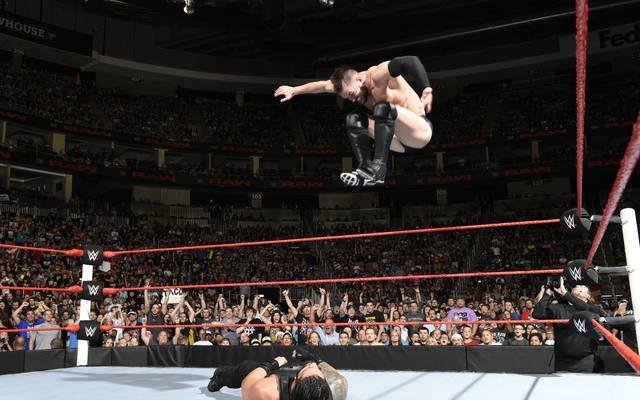 Finn Balor besiegte bei WWE Monday Night RAW Roman Reigns