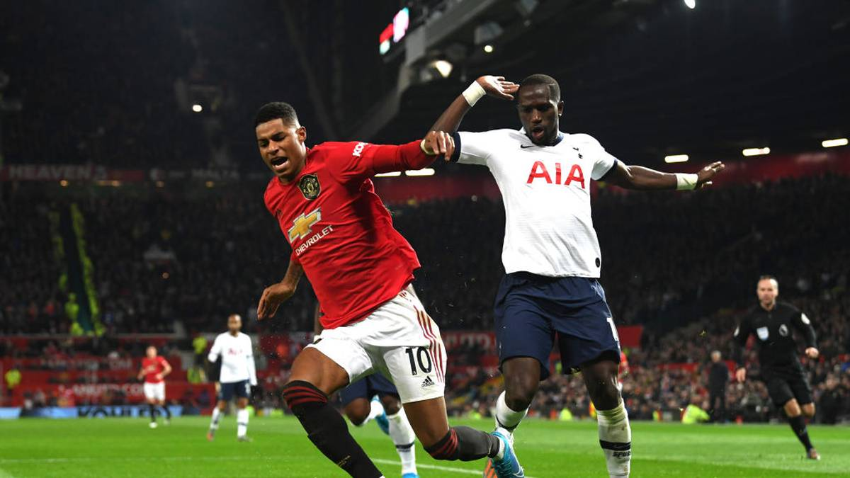 MANCHESTER, ENGLAND - DECEMBER 04: Moussa Sissoko of Tottenham Hotspur fouls Marcus Rashford of Manchester United leading to a penalty during the Premier League match between Manchester United and Tottenham Hotspur at Old Trafford on December 04, 2019 in Manchester, United Kingdom. (Photo by Stu Forster/Getty Images)