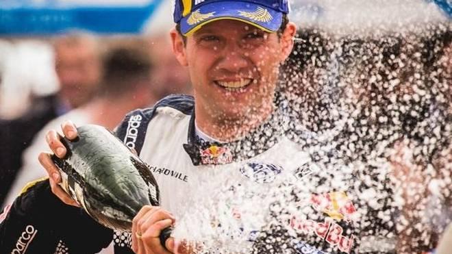 Sebastien Ogier feiert den Sieg bei seiner Heimrallye in Frankreich