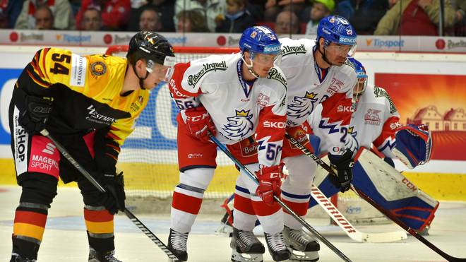 Lean Bergmann (l.) erzielte zwei Tore für das DEB-Team