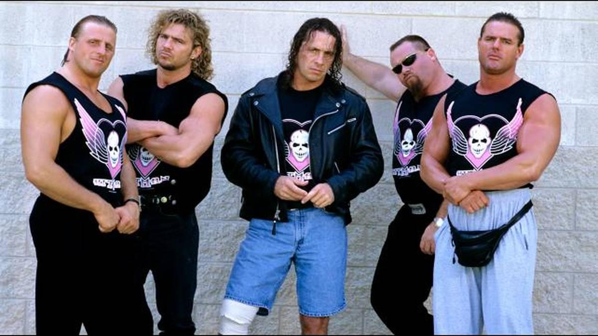 Bret Hart (M.) ist nach den Toden von Owen Hart, Brian Pillman, Jim Neidhart und dem British Bulldog (v.l.) letztes lebendes Mitglied der Hart Foundation