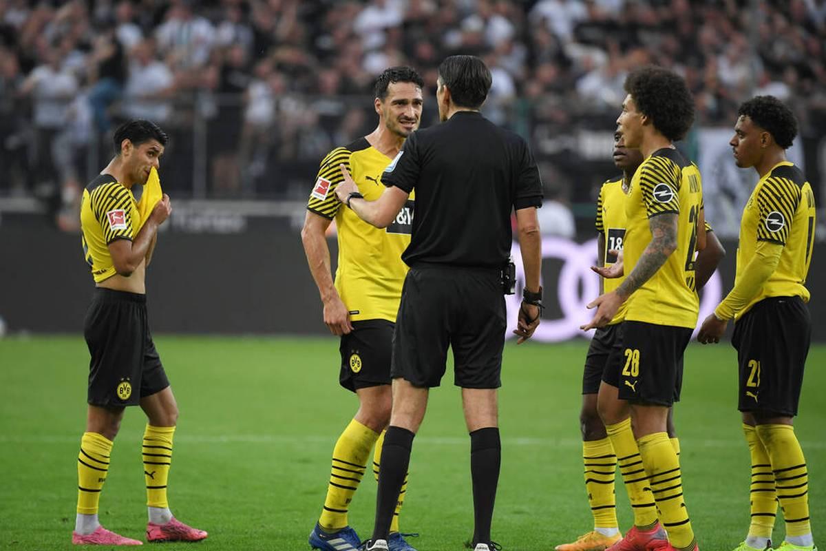 Borussia Dortmund verliert in Unterzahl bei Borussia Mönchengladbach. Mahmoud Dahoud erweist seinem Team mit einer Gelb-Roten Karte einen Bärendienst.
