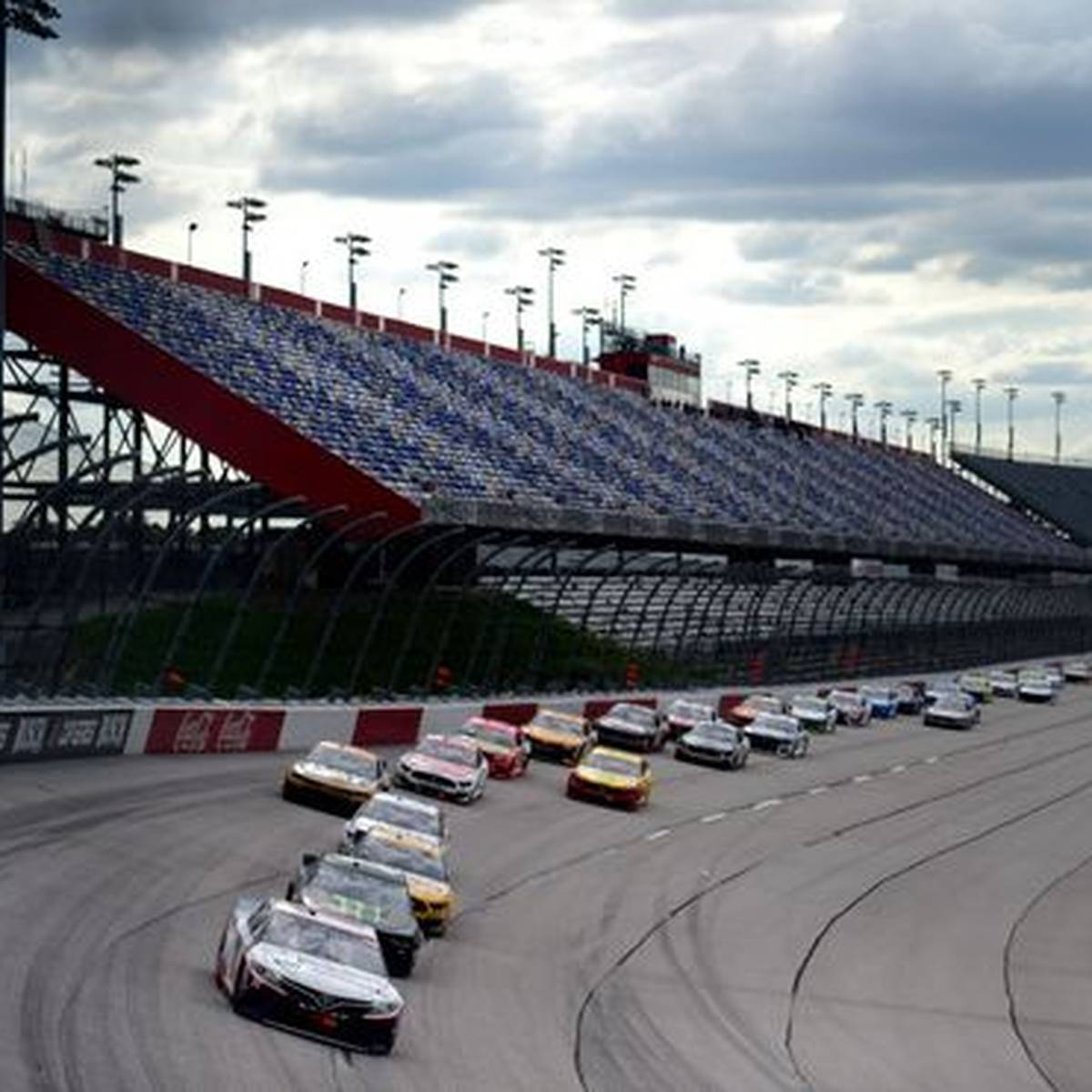 Masken, Crashs, Stille: So lief das NASCAR-Comeback