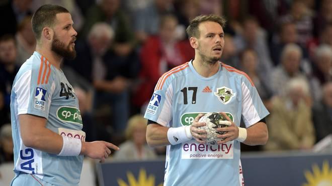 Iljia Brozovic und Kai Häfner (r.) mussten mit Hannover die erste Niederlage einstecken