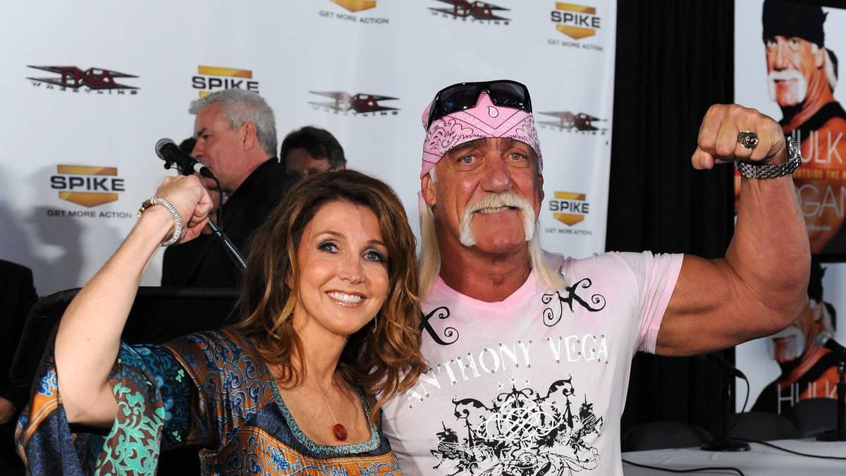 Hulk Hogan (r., mit der langjährigen TNA-Präsidentin Dixie Carter) war zwischen 2009 und 2013 bei TNA aktiv