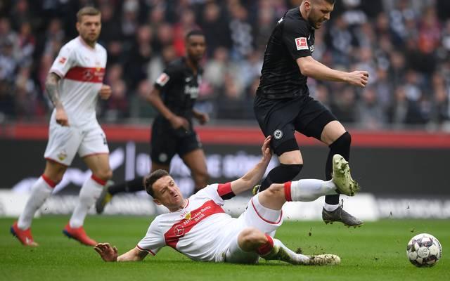 VfB Stuttgart: Christian Gentner kehrt gegen Hertha BSC zurück ins Team , Christian Gentner (mitte) steht beim VfB Stuttgart vor seinem Comeback