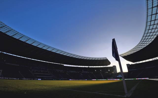 Berliner Olympiastadion im Schatten