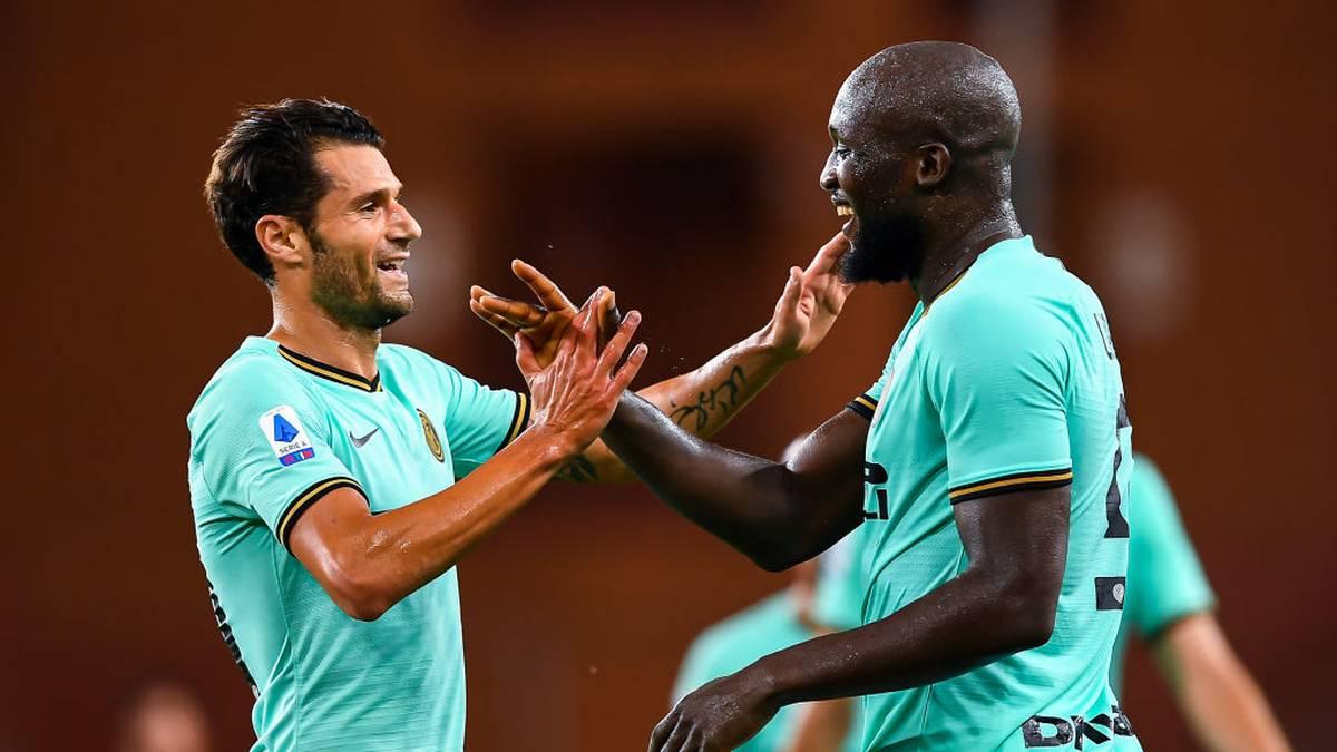 Inter Mailands Romelu Lukaku (re., hier mit Antonio Candreva) bejubelte zwei Tore beim Sieg gegen Genua