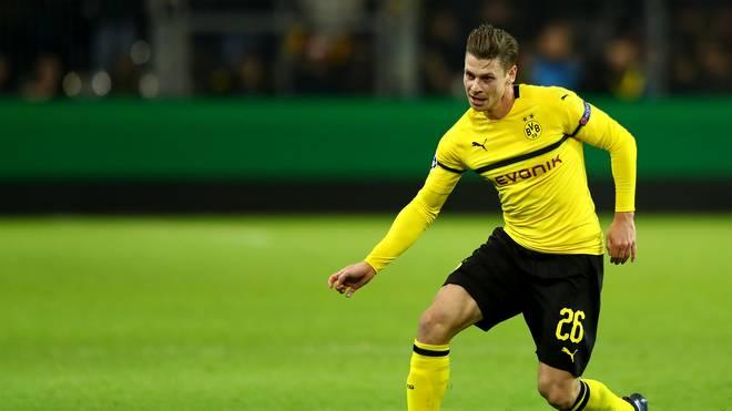 Borussia Dortmund: Lukasz Piszczek vor Duell mit Frankfurt angeschlagen, Lukasz Piszczek steht bei Borussia Dortmund für das Frankfurt-Spiel auf der Kippe
