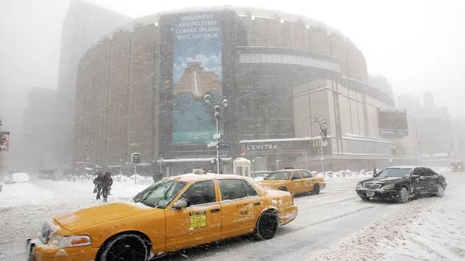 Blizzard in New York: Madison Square Garden im Schneechaos