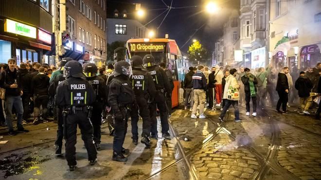 Teilweise musste die Polizei in der Bremer Innenstadt für Ordnung sorgen